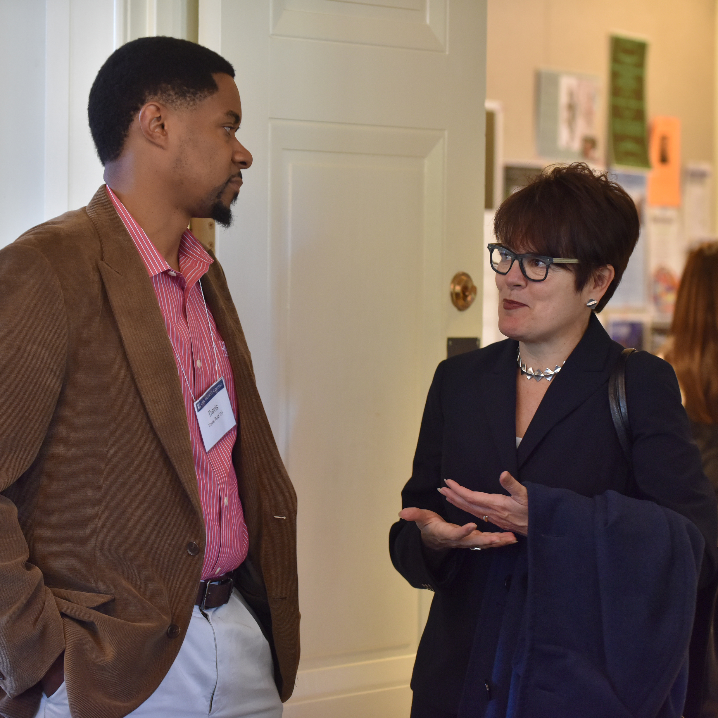 Travis Reid '03 speaks with President Katherine Bergeron prior to his keynote address at the Connecticut College Alumni of Color luncheon.