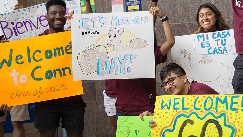 Students welcome the Class of 2023 with colorful signs.